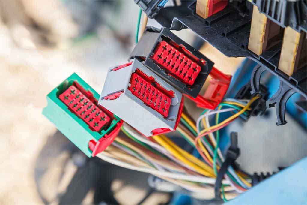 штекеры для подключения электроприборов в автомобиле
