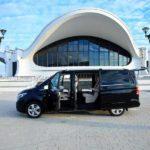 Вид сбоку на Mercedes-Benz V-class
